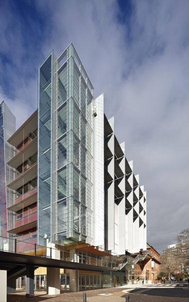 南澳大利亚州 城市:阿德莱德 学校学生:25000人 学校类型:公立大学